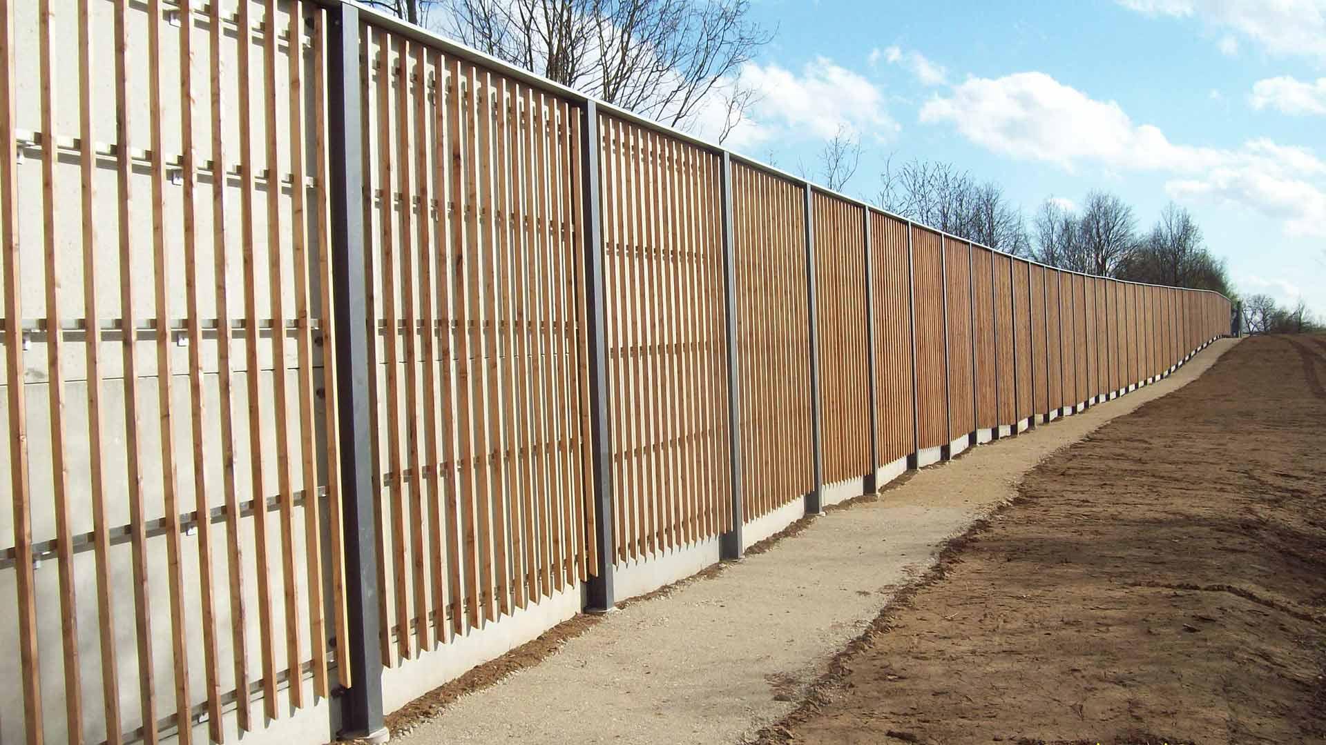 Lärmschutzwand, Beton + Holzverkleidung (Rücks.), Bayern