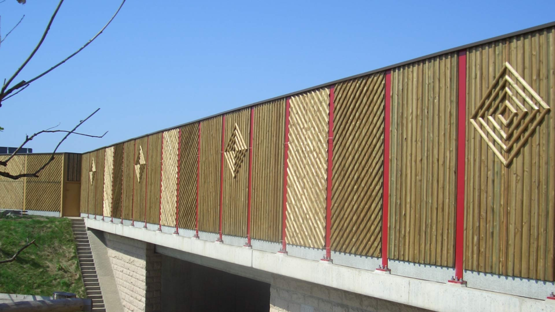 Lärmschutzwand auf Brückenkappe, Holz, Sachsen