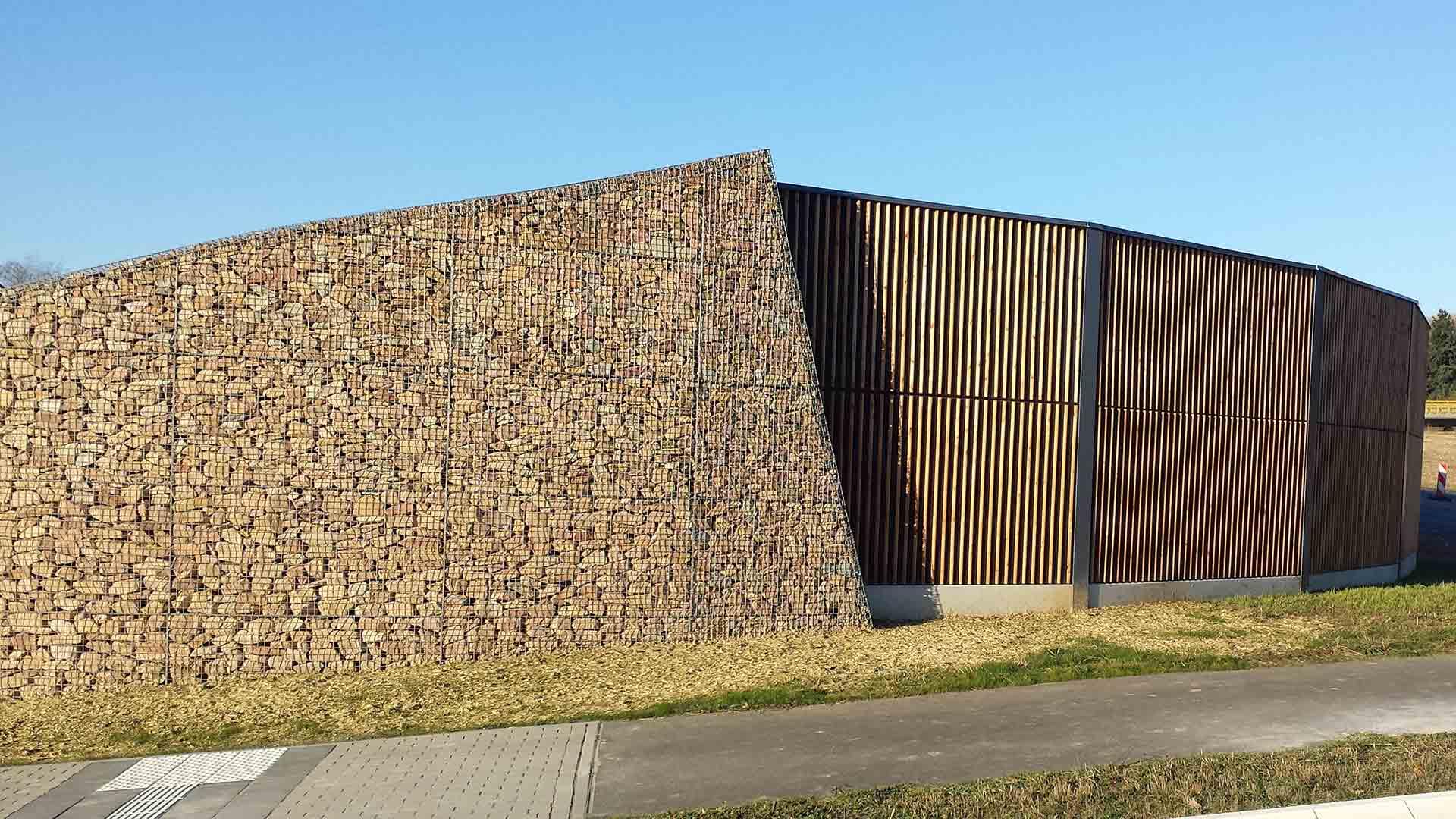 Lärmschutzwand, Holz + Steingabionen, Rheinl.-Pfalz