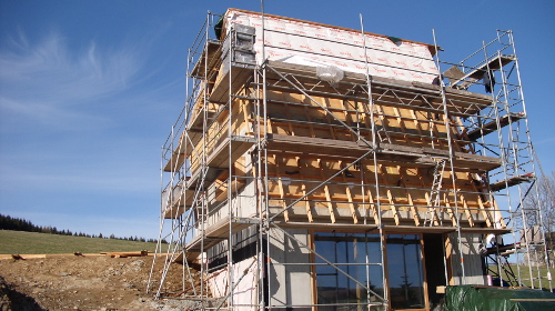 Holzarbeiten im EFH: Dachstuhl, Innenausbau, Fassade